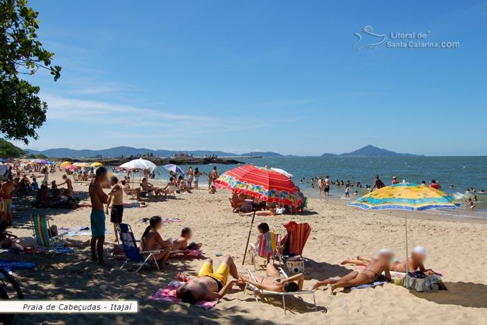 Praia De Cabecudas Itajai Sc Gatas Tomando Sol E Muita Gente Na