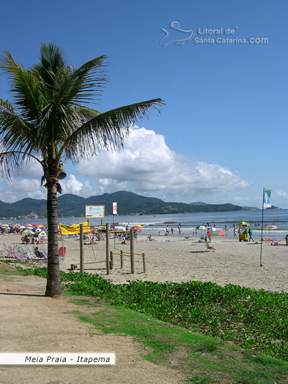 Orla da meia praia em Santa Catarina.