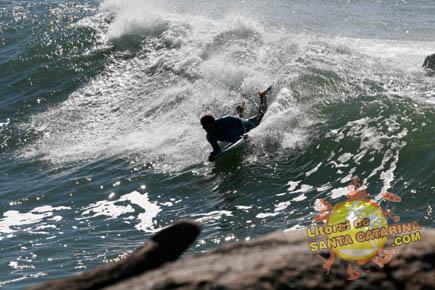 Foto Surf - Foto: Flávio Fernandes - LitoraldeSantaCatarina.com