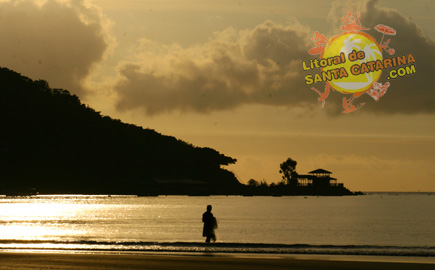 Foto do canto da praia em Itapema SC