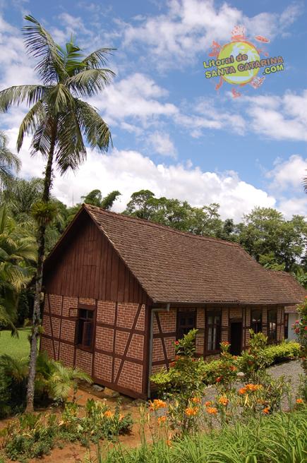 Casas de Pomerode - Arquitetura Antiga na Rota do Enxaimel