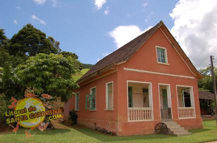 Foto de construção residencial antigas na Rota do Enxaimel em Pomerode Santa Catarina, Brasil