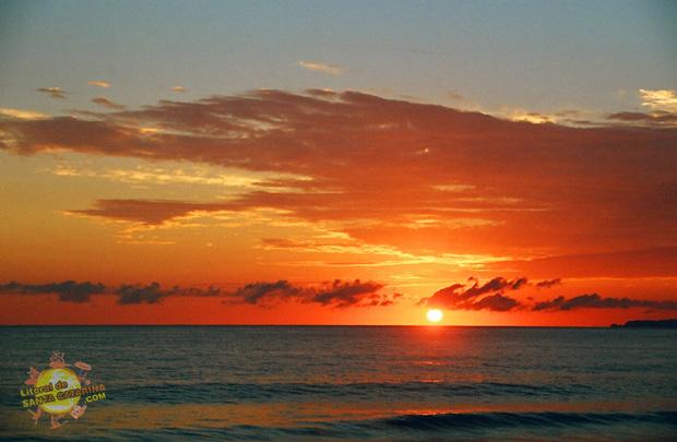 Nascer do sol na praia do plaza em Itapema, Santa Catarina - Foto: Flávio Fernandes - LitoraldeSantaCatarina.com