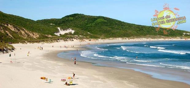 Orla da Praia da Galheta em Florianópolis, Santa Catarina, Brasil.