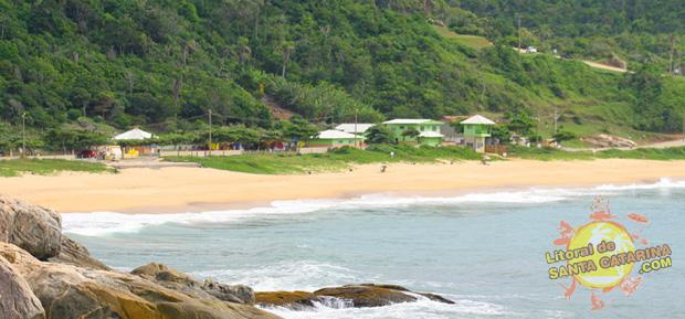 Orla da Praia do Pinho em Balneário Camboriú, Santa Catarina, Brasil.