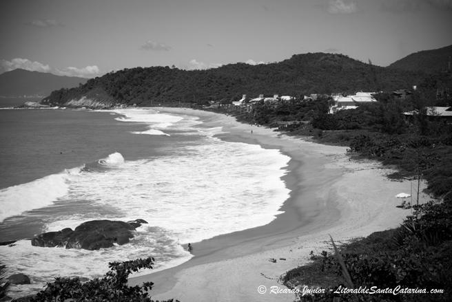 Foto da Praia do Estaleiro em Preto e Branco - Foto: Ricardo Junior - LitoraldeSantaCatarina.com