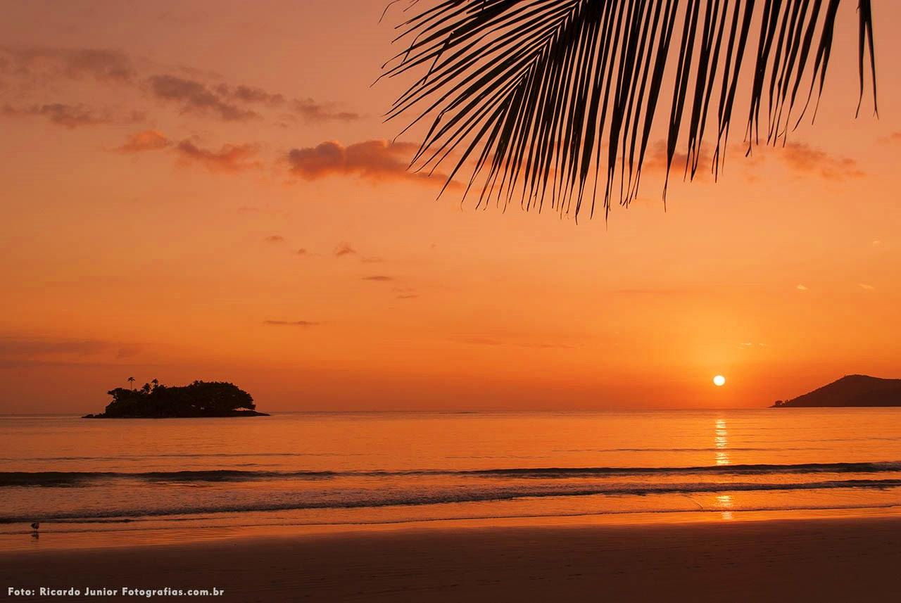 Nascer do sol na praia central de Balneário Camboriú – Fotos de Ricardo Junior / www.ricardojuniorfotografias.com.br