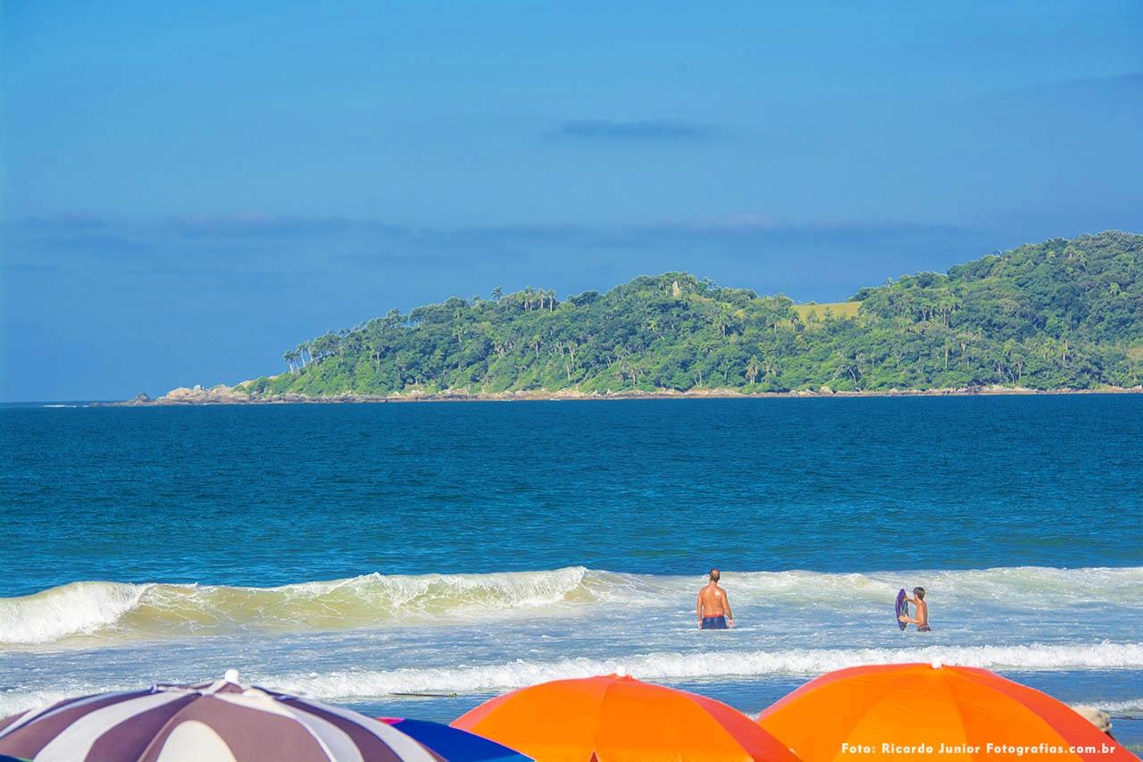 Foto da Praia de Bombas em Santa Catarina – Fotos de Ricardo Junior / www.ricardojuniorfotografias.com.br