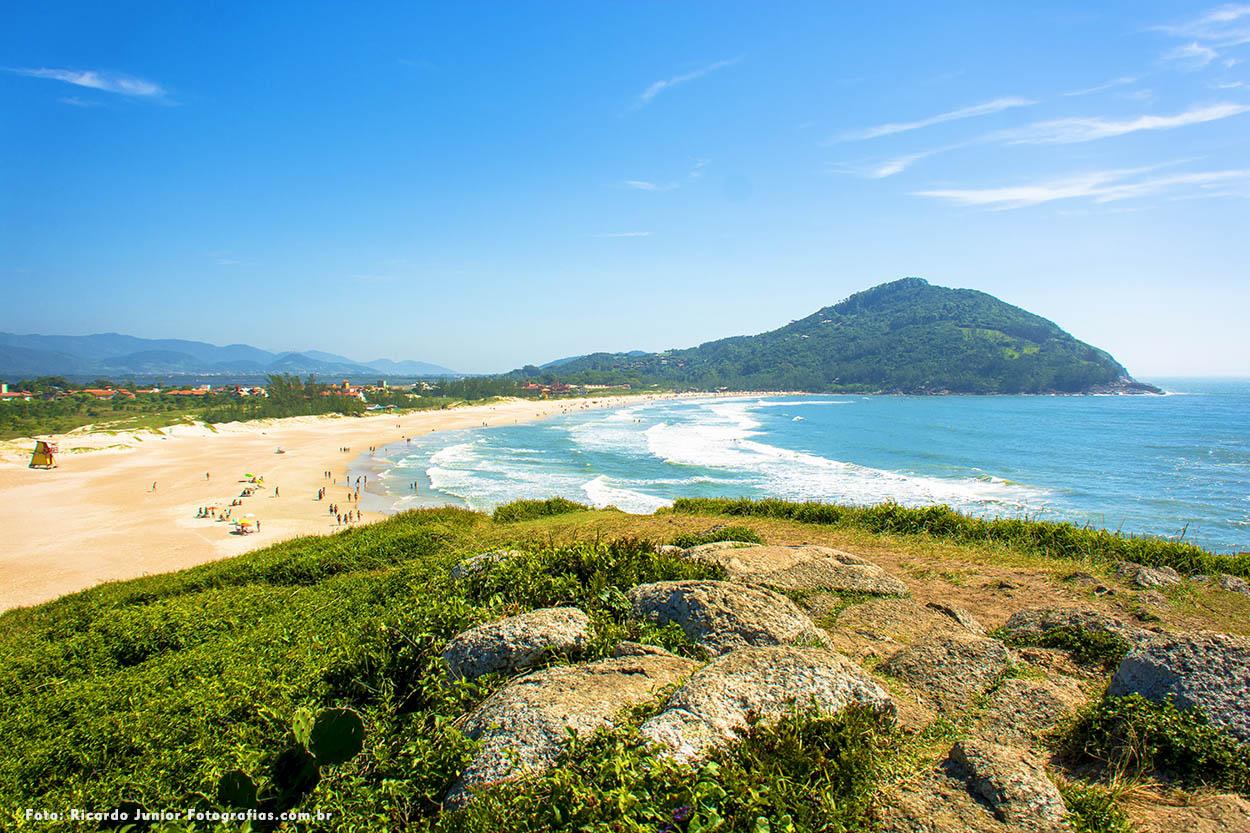 Foto da praia da ferrugem em Garopaba – Fotos de Ricardo Junior / www.ricardojuniorfotografias.com.br