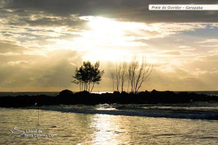 Foto da praia do ouvidor, em Garopaba – Foto de Ricardo Junior / www.ricardojuniorfotografias.com.br
