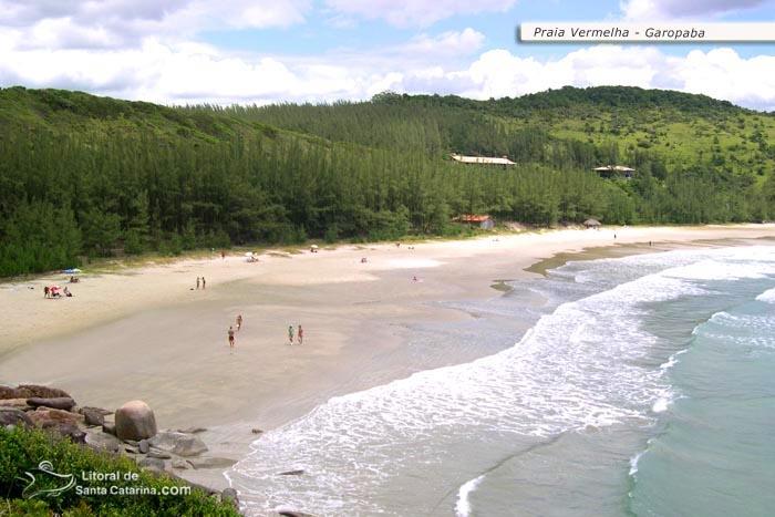 Foto da praia vermelha, em Garopaba – Foto de Ricardo Junior / www.ricardojuniorfotografias.com.br
