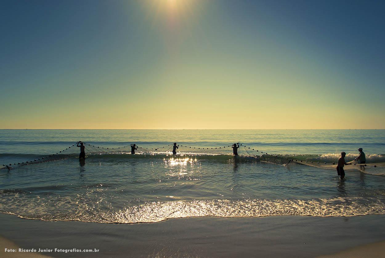 Foto pesca da tainha na praia de bombinhas – Fotos de Ricardo Junior / www.ricardojuniorfotografias.com.br