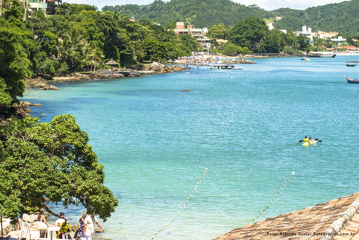 Foto praia da sepultura com mar esverdeado – Fotos de Ricardo Junior / www.ricardojuniorfotografias.com.br