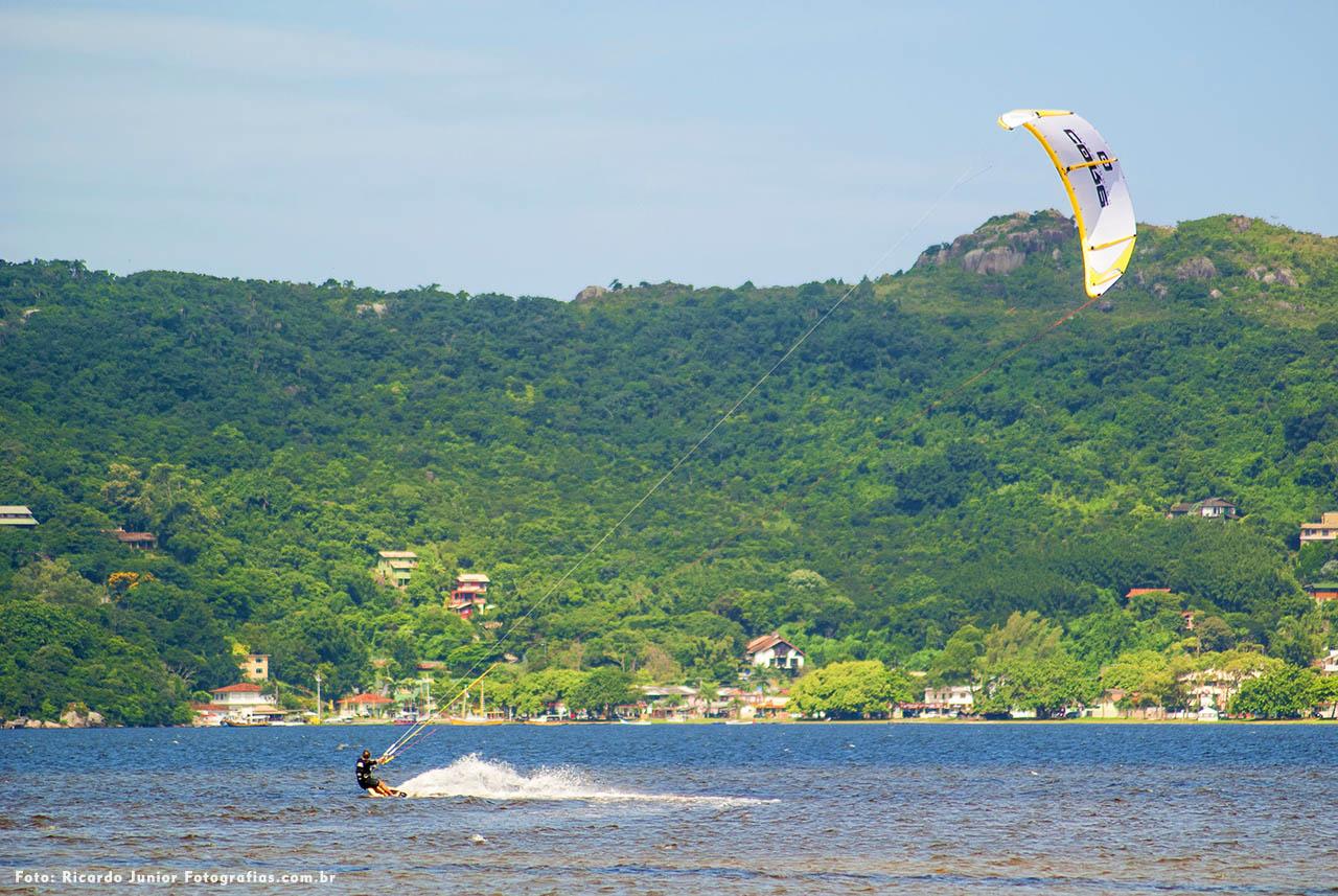 Kitesurf na Lagoa da Conceição em Florianópolis – Fotos de Ricardo Junior / www.ricardojuniorfotografias.com.br