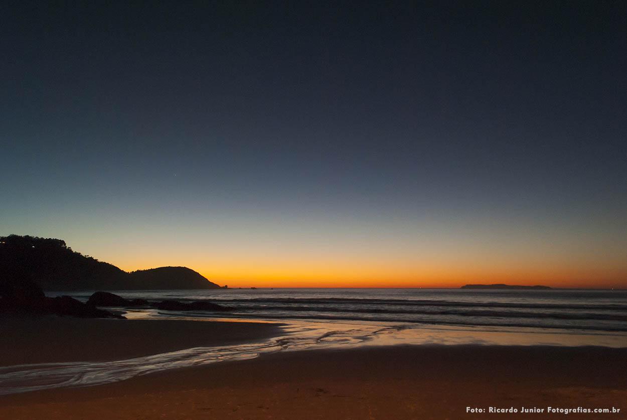 Nascer do sol na praia do atalaia em Bombinhas – Fotos de Ricardo Junior / www.ricardojuniorfotografias.com.br