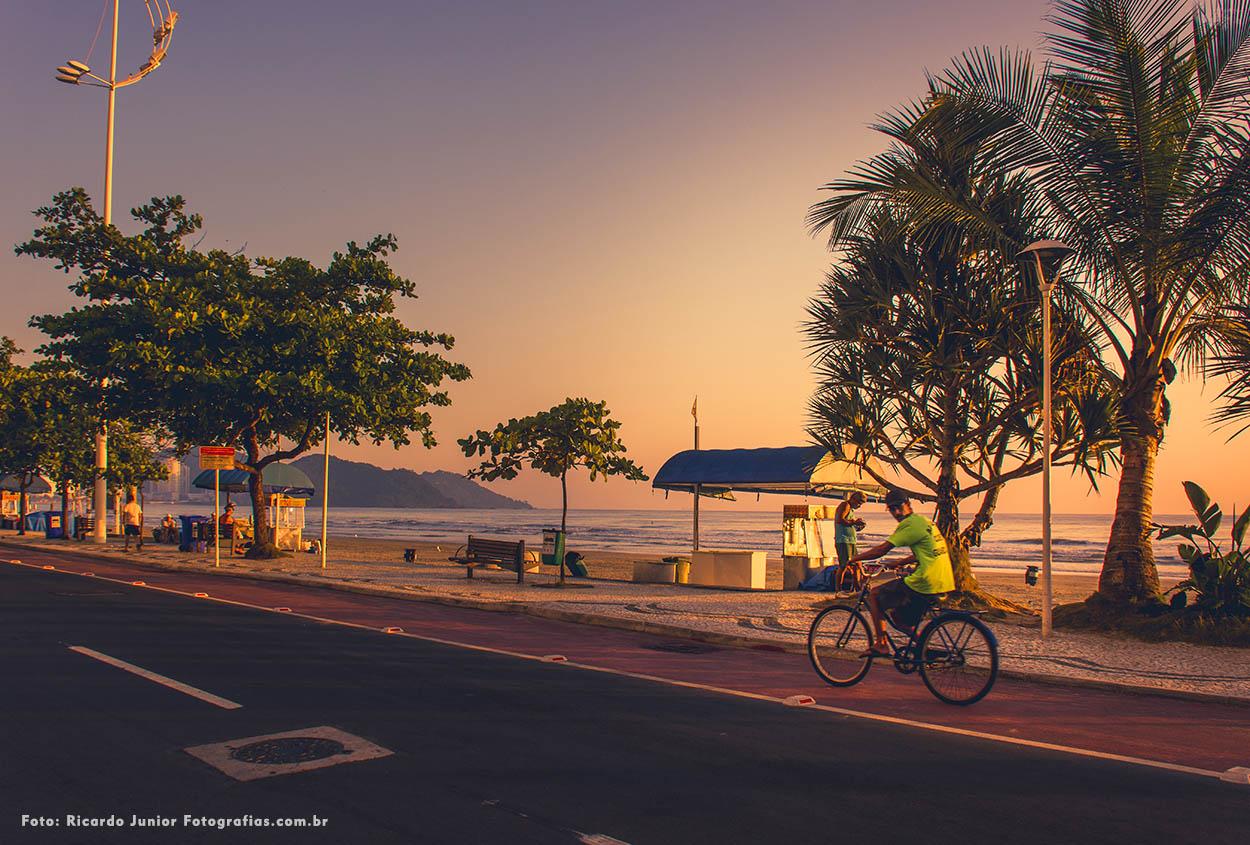 Passeio de bicicleta na praia central de Balneário Camboriú – Fotos de Ricardo Junior / www.ricardojuniorfotografias.com.br